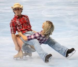 jégkorcsolya oktatás budapest - Egy jelenet Sinead és John KERR brit versenyzők kürjéből. (Eric Bompard Trophy 2009. október 16.)
